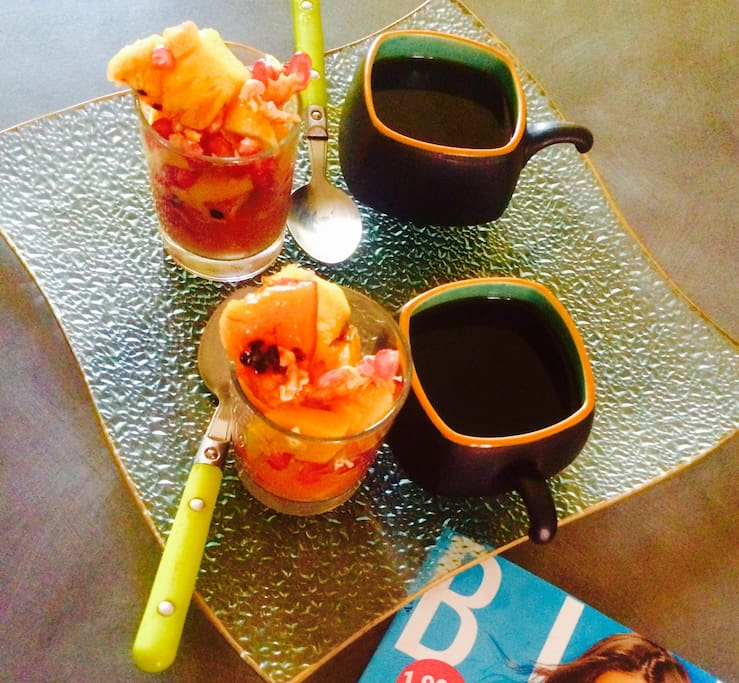 —> Possibilité de vous faire un petit déjeuner/ Dîner  au calme, sur un bar mange debout pour bien entamer la journée <—