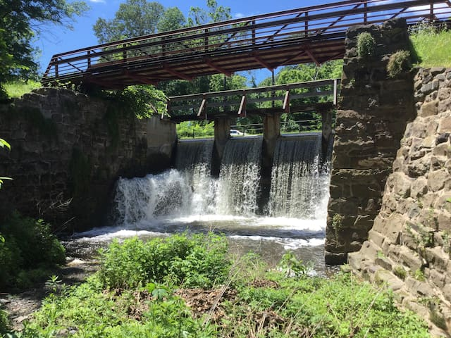 Union Falls Retreat Lite