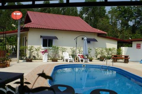 Vila de 2 quartos com  piscina  nos jardins tropicais