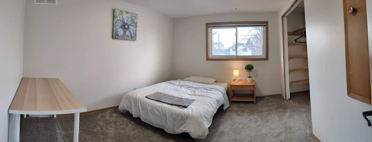 Gemini - Cozy Private room with Double Bed with Walk In Closet