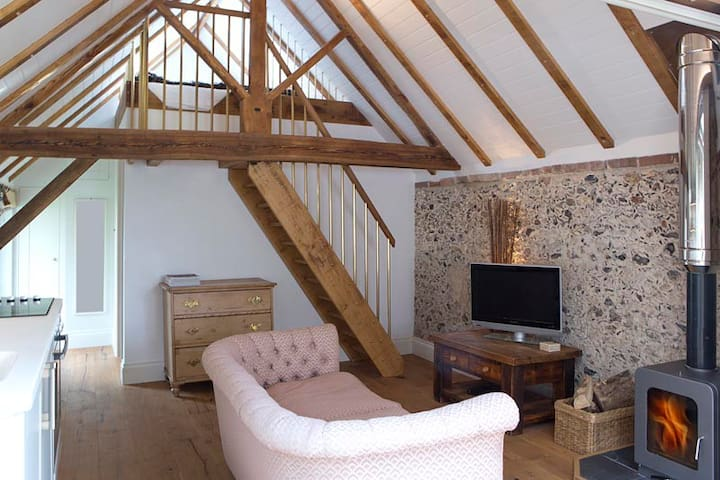 Shepherd's Barn. Romantic Bolthole, 65mi fr London - Lavant  - Rumah