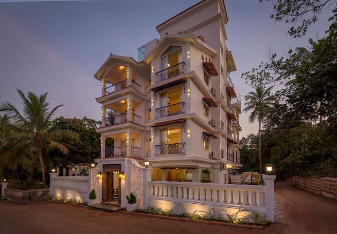 14BR Acasa Vagator Luxury Villa w/ Pool & Jacuzzi