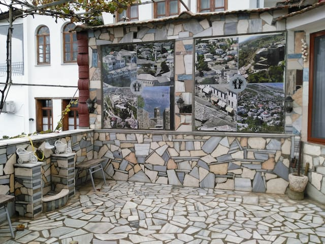 Amazing view and great service welc - Gjirokaster - Guesthouse