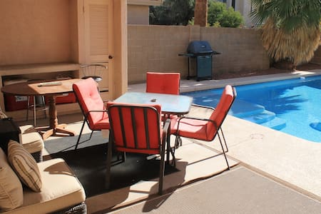 The Embassy - Queen Bed Pool & Gym - Tempe