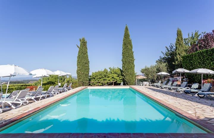 Casa Colonica nella campagna senese con piscine