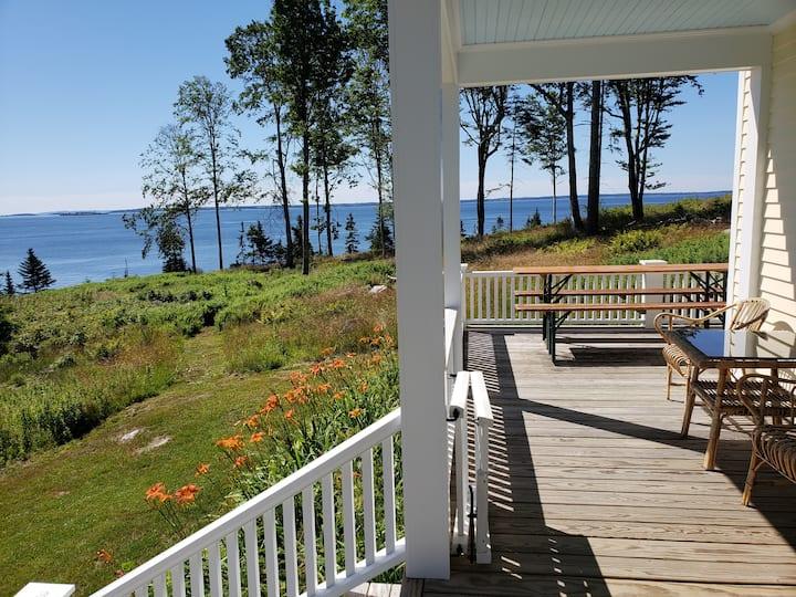 Beautiful Cottage on Island Bluff & Beach