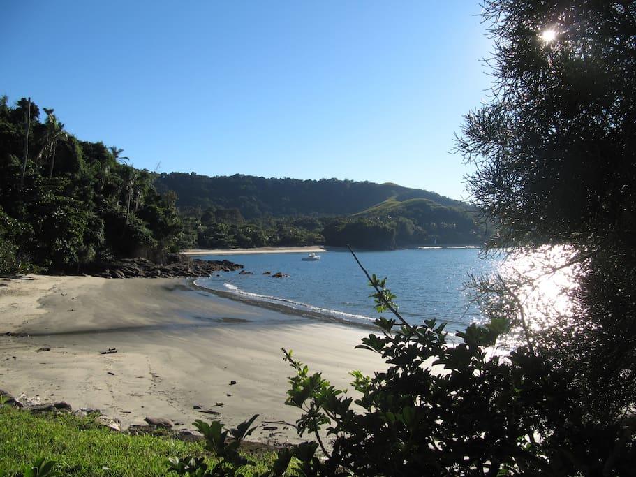 Praia vista da praia vizinha