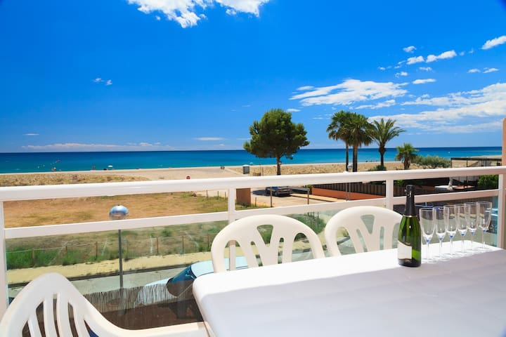 BEACHFRONT APARTMENT WITH POOL - UHC ARCO DEL SOL 277