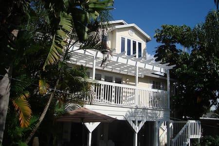 Coastal Living Beach Cottage  - Palm Harbor - Hus