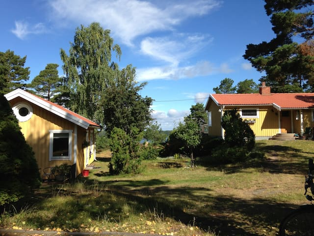 Stunning sea view, wild nature close to Stockholm - Djurö - Huis