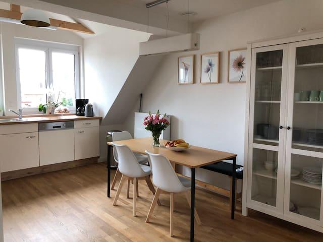 Wunderschön renovierte Altbauwohnung für bis zu 8P
