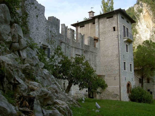 Enjoy life in a medieval castle  - Vittorio Veneto - Castillo
