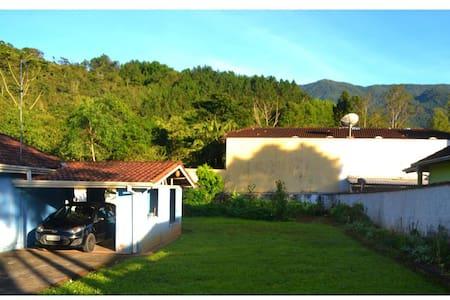 Linda Casa em São Francisco Xavier - São Francisco Xavier - Rumah