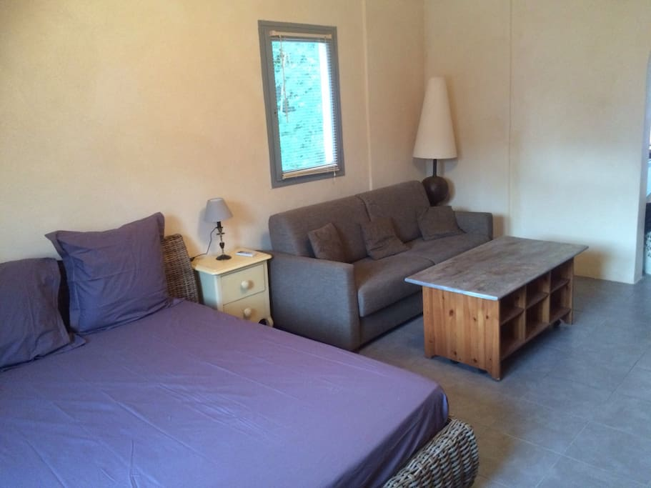 petite maison t1 40m2 avec terrasse maisons louer linguizzetta corse france. Black Bedroom Furniture Sets. Home Design Ideas