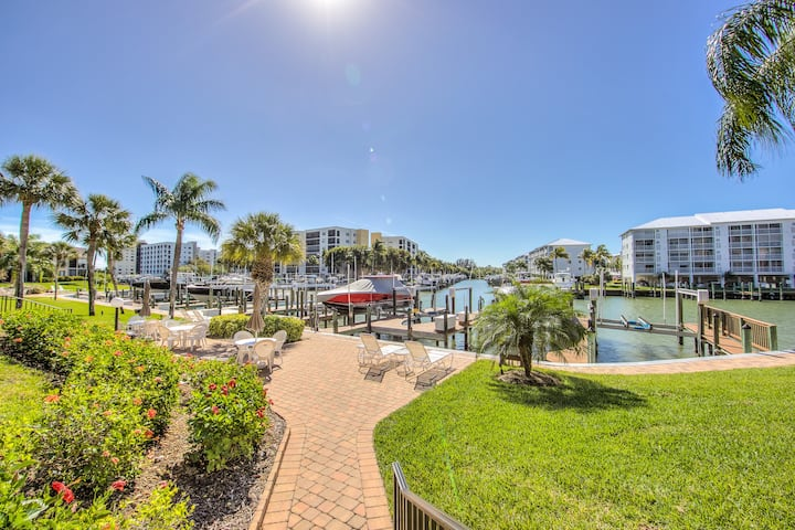 Beautiful Ft Myers Beach Condo ~ STEPS FROM BEACH