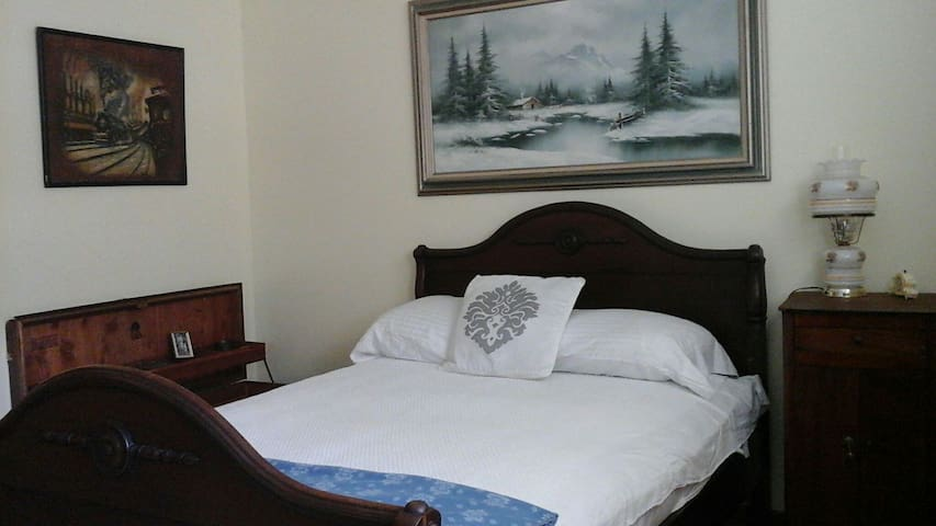 Classic master bedroom - Manville