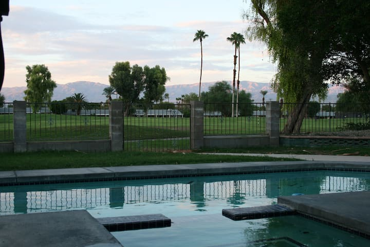 Golf Course Front Desert Oasis with pool and Spa. - Palm Desert - House