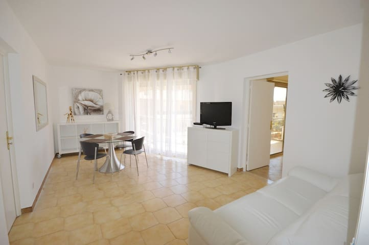 Near Beach and Casino Square Apartment 2 Bedrooms