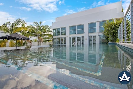 Sextant | Collins Ave Penthouse | Private Pool | One Block from the Beach