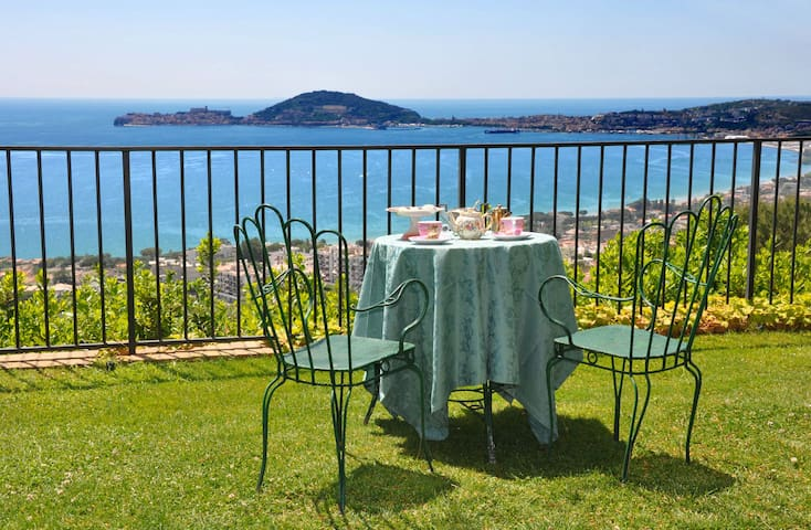 Il Casale, elegant villa with great view.