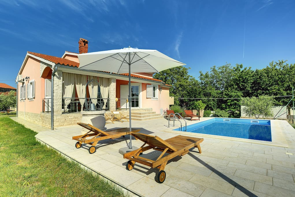 Charming villa Laura with fenced plot and private pool