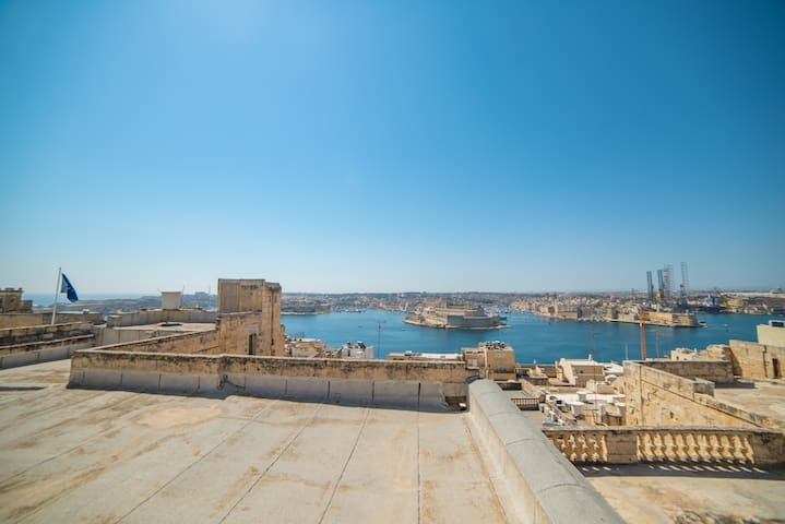 Townhouse + roof terrace in Valletta