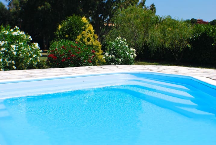 Large lakefront villa, private pool - Roma - Villa