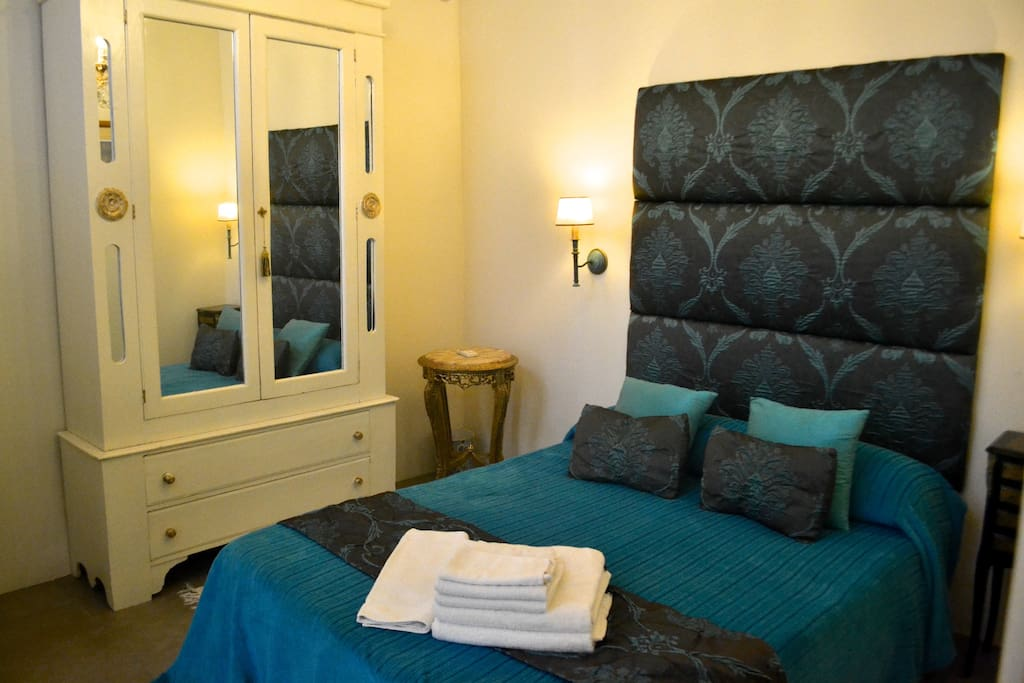 Double bedroom, white crisp linen and  soft cotton towels supplied.