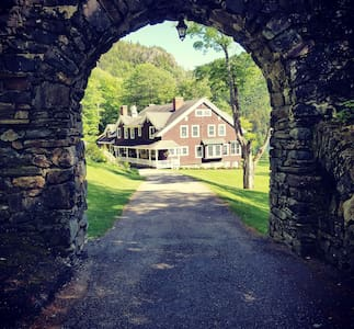 The Hale House: Private golf, chef, lakes, trails
