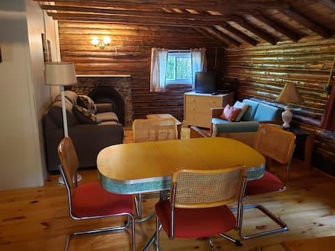 Summer Winds Family Log Cottage #4 License#2300998
