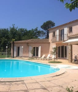 Top 20 des location villa vacances saint maximin la for Cash piscine saint maximin