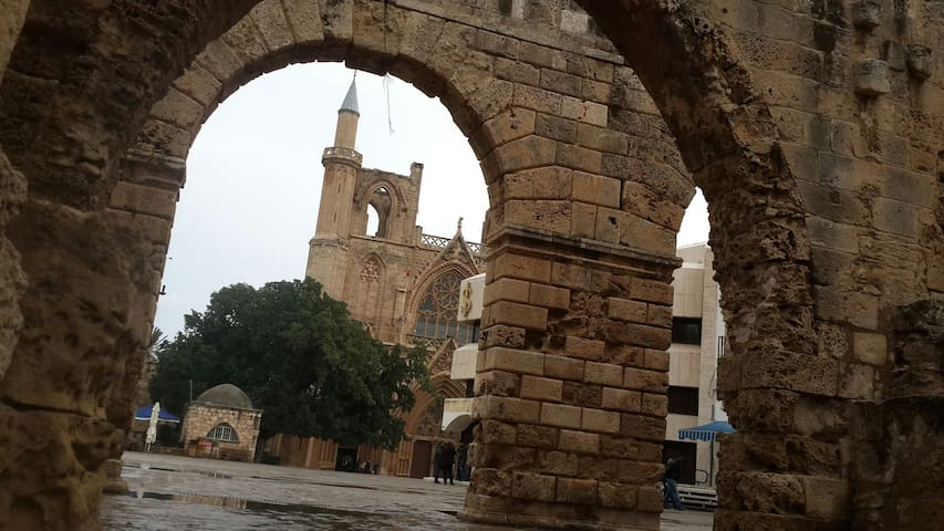Famagusta. Old Town. Church view - Gazimağusa - Hus