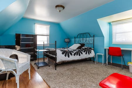 Spacious room,  4 miles from NYC - Тинек