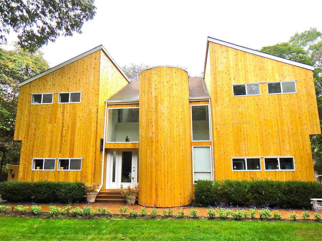 Beautiful, Spacious Modern Home