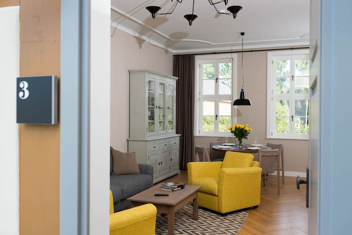 schloss beuchow in l bbenau wohnung 3 flats for rent in. Black Bedroom Furniture Sets. Home Design Ideas