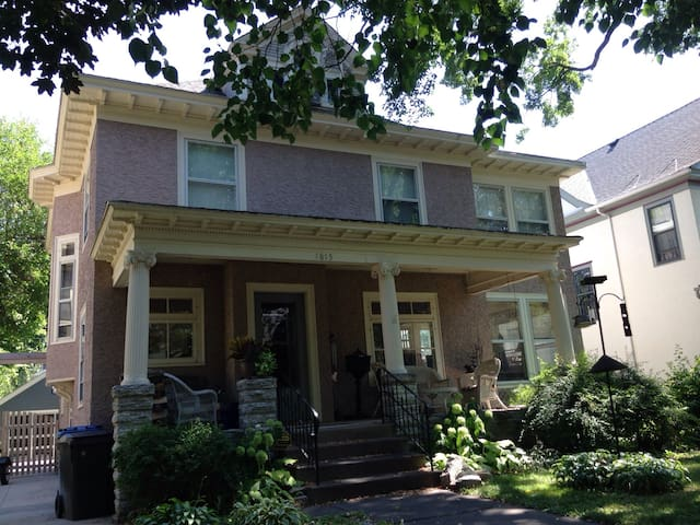 Private Suite close to everything! - Minneapolis - House