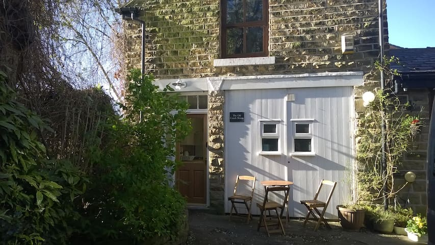 Old Coach House. Superking bed. Bkfst. Parking. 5*