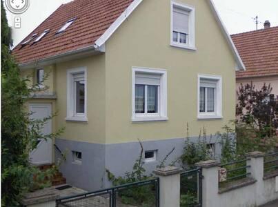 Grande maison Strasbourg  7mn ! - Geispolsheim - Talo