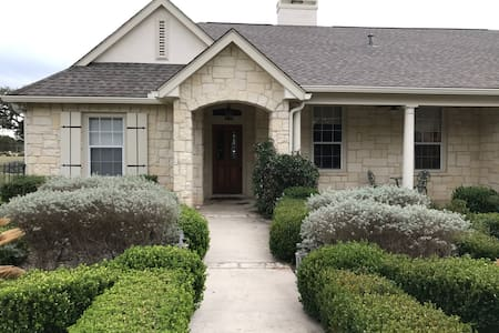 Hill Country cottage with views! - 伯尼(Boerne)