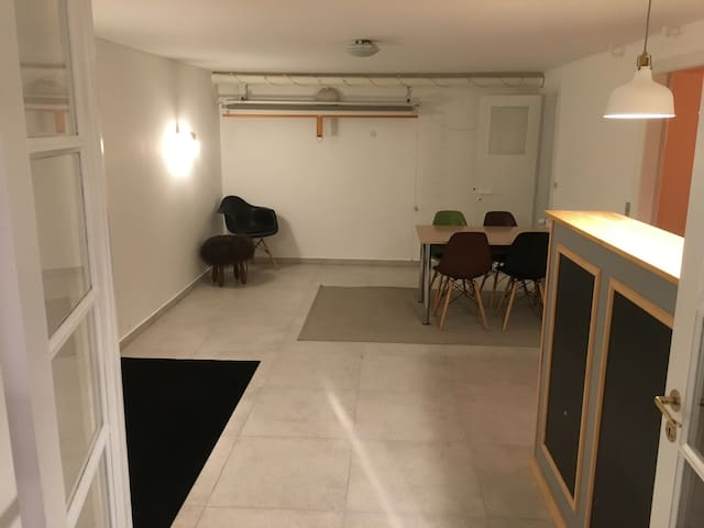 Large basement with great location in Odense