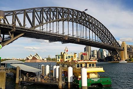 Top destination with spa bath & harbour views - Milsons Point