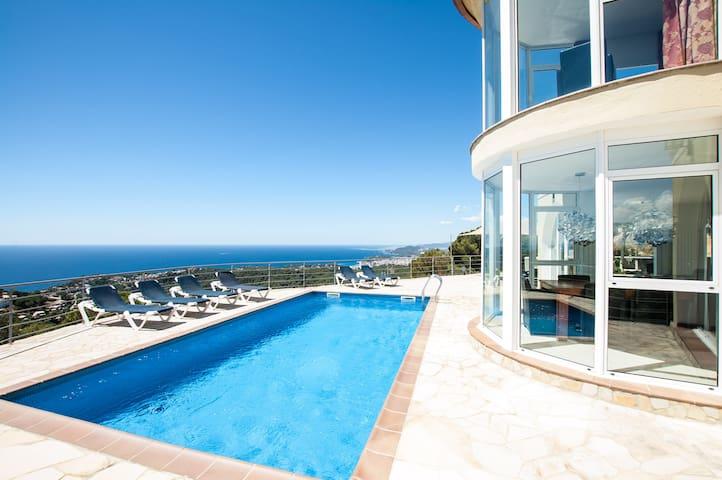 ★ CoastalVillas - Villa Dali ★ exterior jacuzzi