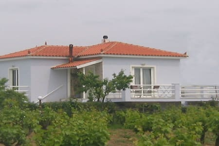 Two-bedroom house with garden in Kalloni of Lesvos - Lesvos - Ev