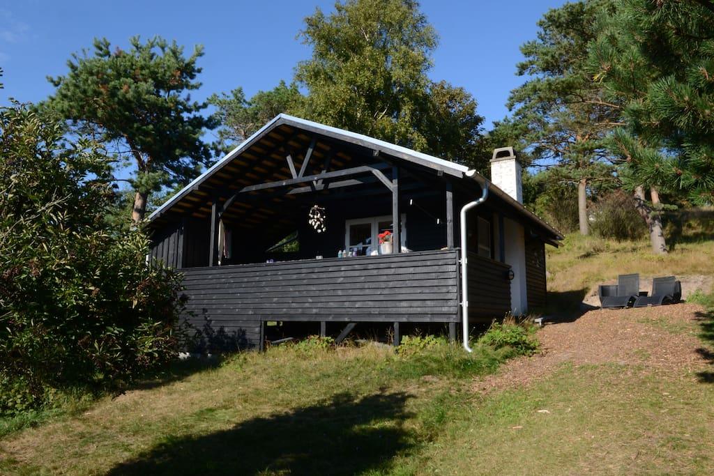 Huset ligger på vestvendt skråning.