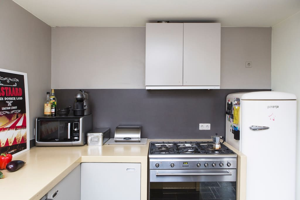 Fully equipped kitchen. Big oven. Smeg stove. New Samsung Fridge biofrost. (not in picture yet). Separate grill. Microwave. Expressomachine.
