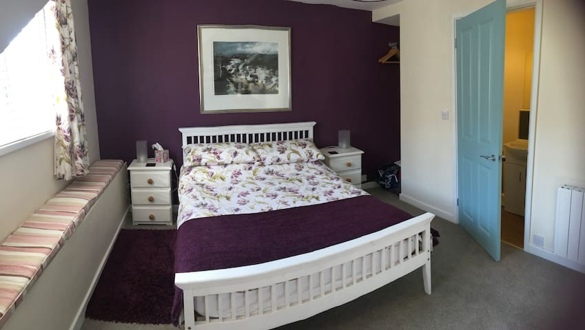 Top floor double with en suite facilities and a television.