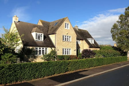 Fabulous Large Cotswold Family Home - House