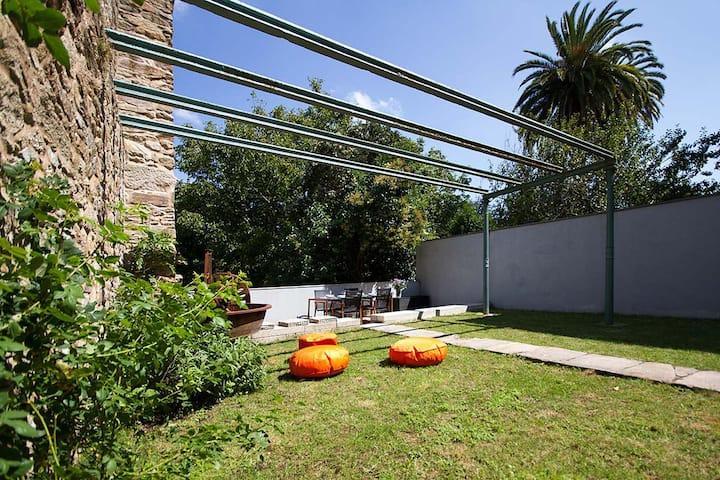 Zona catedral con jardin privado