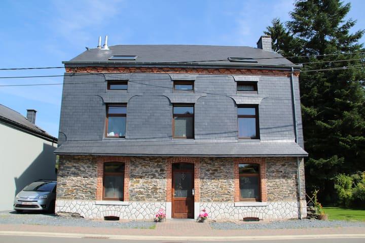 studio dans maison unifamiliale - Libramont-Chevigny - Casa