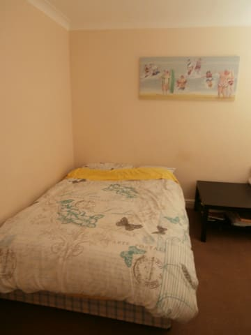 French room close to Luton centre and airport - Luton - Daire
